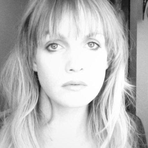 Gabrielle Tremblay, auteure de Le ventre des volcans et protagoniste de Broadway brûle.